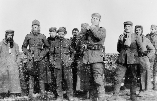 British and German soldiers meeting in No Man's Land, December 25, 1914.