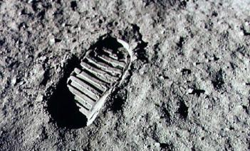 120827_SCI_Armstrong-footprint.jpg.CROP.rectangle3-large